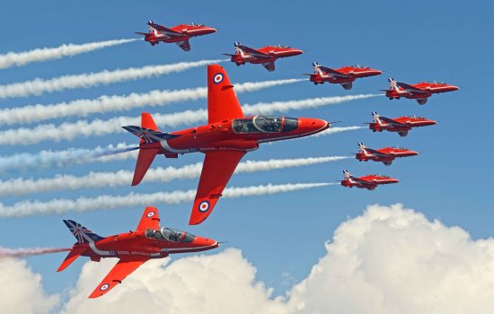 Red Arrows flying in formation