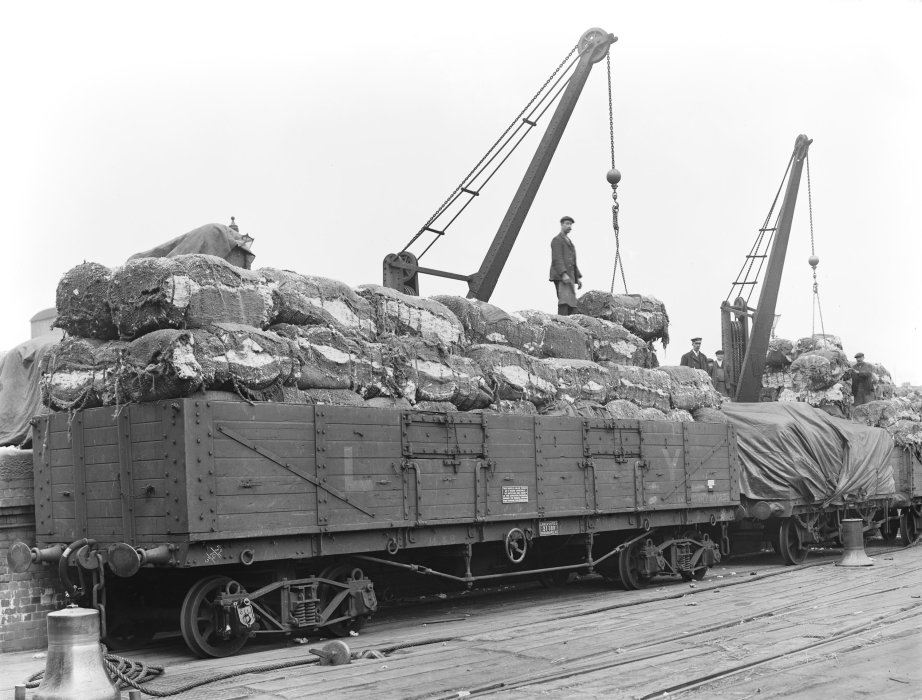 Fully loaded railway wagon at Liverpool, 1912